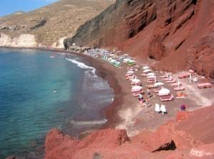 Rode strand Santorini